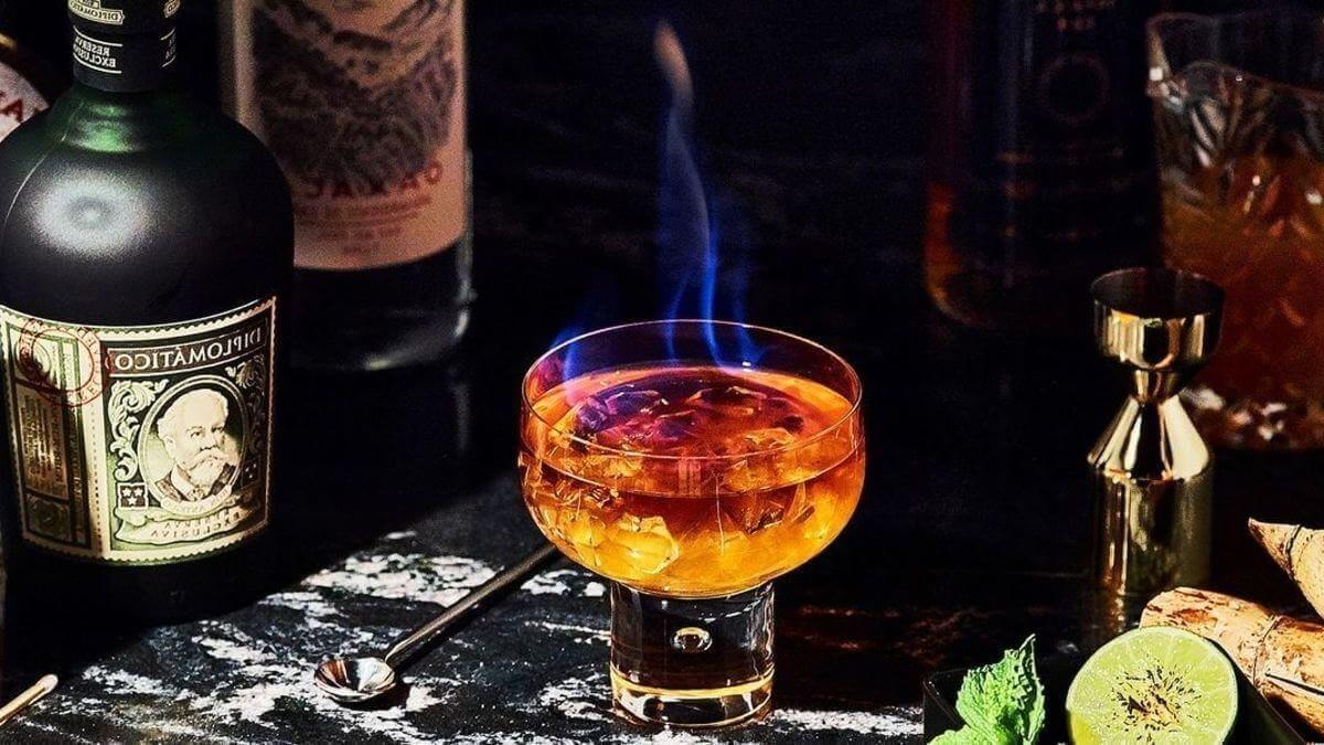 liqueur-drink-high-table-mountain-bar