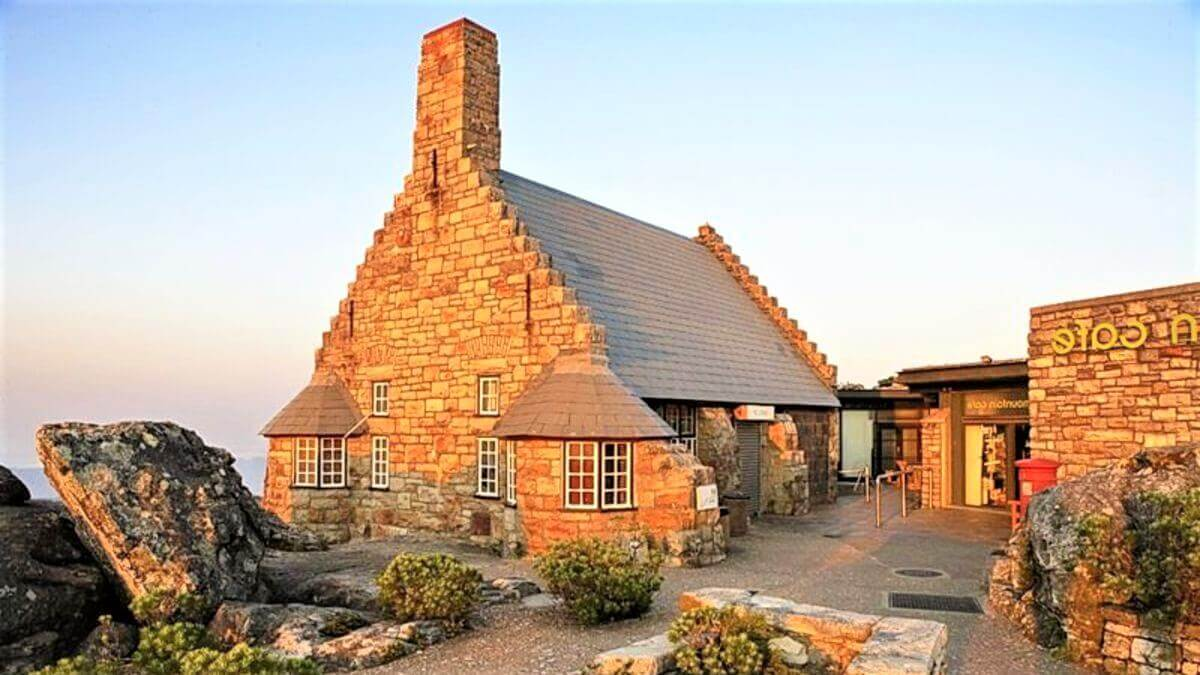 roof-table-mountain-cafe-outside